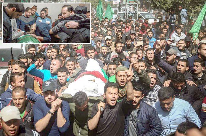 غزہ: اسرائیلی فوج کی گولیوں کا نشانہ بننے والے بسام سامی عثمان صافی کو آخری آرام گاہ لے جایا جارہا ہے' اہل خانہ غم سے نڈھال ہیں