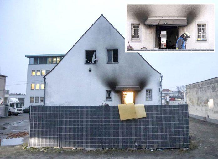 جرمنی: آتش زدگی کا شکار ہونے والے مکان کے اندر تباہی کے آثار نمایاں ہیں