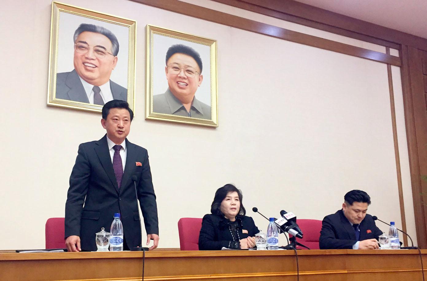 پیانگ یانگ: شمالی کوریا کی نائب وزیر خارجہ چوئی سون ہوئی امریکا سے مذاکرات اور جوہری پروگرام سے متعلق پریس کانفرنس سے خطاب کررہی ہیں