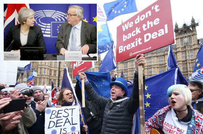 لندن/ اسٹراسبرگ: برطانوی شہری بریگزٹ کے حق میں مظاہرہ کررہے ہیں' وزیراعظم تھریسا مے اور یورپی کمیشن کے سربراہ ژان کلاڈ ینکر صحافیوں سے بات کررہے ہیں