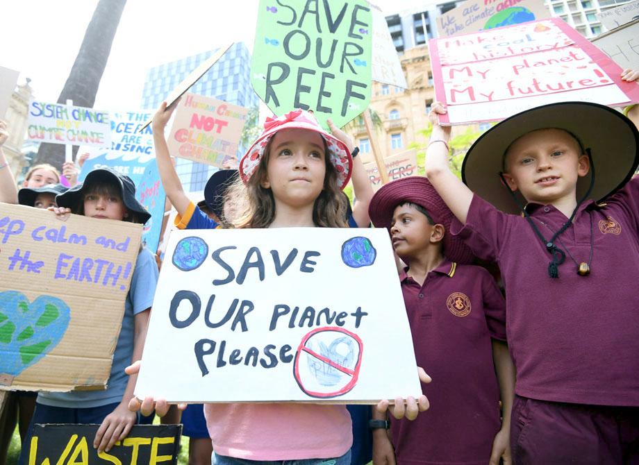 آسٹریلیا میں بچے ماحولیات پر عالمی رہنماؤں کی توجہ حاصل کرنے کے لیے ریلی نکال رہے ہیں