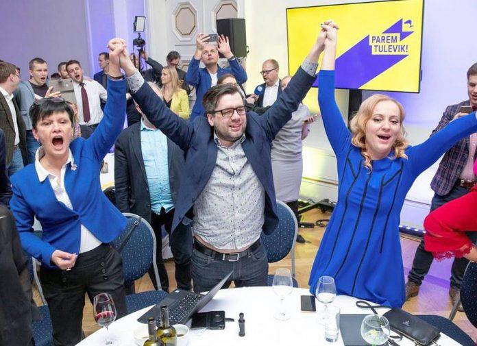 ایسٹونیا: حزب اختلاف کی ریفورم پارٹی کے حامی اپنے ہیڈکوارٹر میں جشن منارہے ہیں