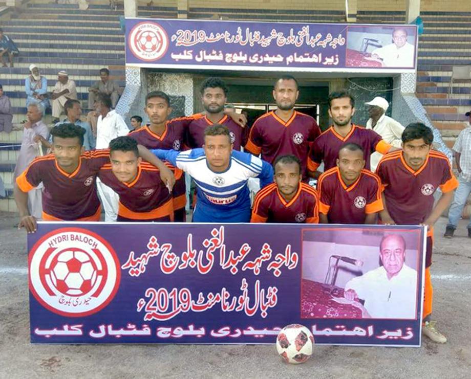 کراچی: واجہ شہہ عبدالغنی بلوچ شہید فٹ بال ٹورنامنٹ میں شریک ٹیم کا گروپ فوٹو