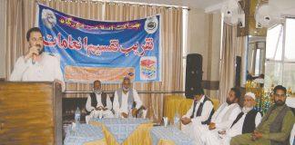 راولپنڈی، امیر جماعت اسلامی ضلع راولپنڈی راجا محمد جواد مورگاہ میں پوزیشن ہولڈرز طلبہ کی تقریب انعامات سے خطاب کررہے ہیں