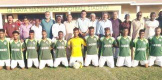 نیاناظم آباد گراؤنڈ پر انٹرسٹی فٹبال چیمپئن شپ میں فاتح ٹیم کراچی گرین کا مہمان خصوصی جمیل ہوت کے ساتھ گروپ فوٹو