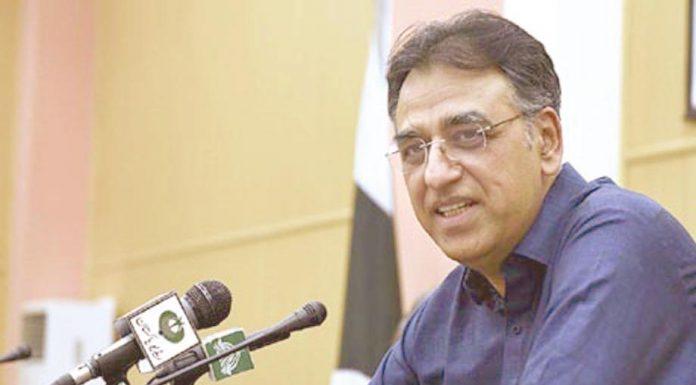 اسلام آباد: مستعفی وزیر خزانہ اسد عمر پریس کانفرنس کررہے ہیں