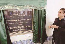 کراچی: پیپلز پارٹی کے چیئرمین بلاول زرداری ڈاؤ یونیورسٹی میں بون میروٹرانسپلانٹ یونٹ کا افتتاح کررہے ہیں