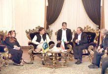 مشہد: وزیراعظم عمران خان گورنر خراساں جنرل علی رضا حسینی سے ملاقات کررہے ہیں