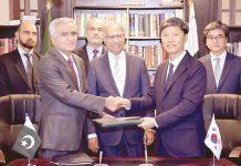اسلام آباد: پاکستان اور کوریا کے درمیان 50کروڑ ڈالر قرض کے معاہدے کے موقع پر مشیر خزانہ بھی موجود ہیں