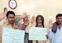 مورو : ڈی ایس پی اور بااثر افراد کی زیادتی کیخلاف عالم خان لونڈ کے رہائشی احتجاج کررہے ہیں