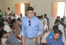 نوشہروفیروز،ڈپٹی کمشنر کیپٹن بلال شاہد راؤ گورنمنٹ ڈگری کالج مورو کے امتحانی مرکزکا دورہ کررہے ہیں