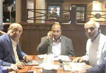 بشیر جان محمد کی جانب سے ظہرانے میں ایس ایم منیر ،نوید بخاری اور دیگر تبادلہ خیال کررہے ہیں