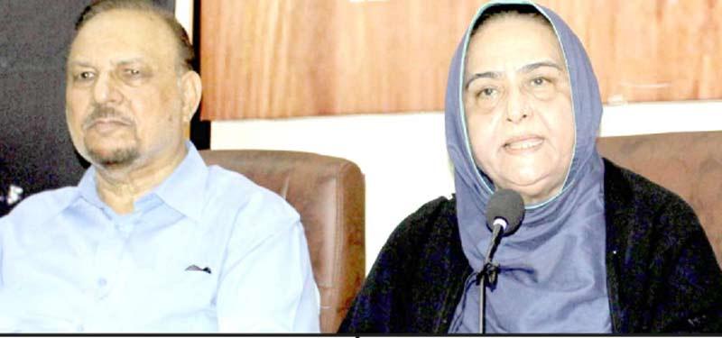 مرحوم علی رضازیدی کی والدہ پریس کلب میں پریس کانفرنس کررہی ہیں