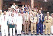 سندھ بوائے اسکاؤٹس ایسوسی ایشن کے ہیڈکوارٹرز میں اجلاس میں صوبائی کمشنر ممتاز علی شاہ و دیگر کا گروپ فوٹو