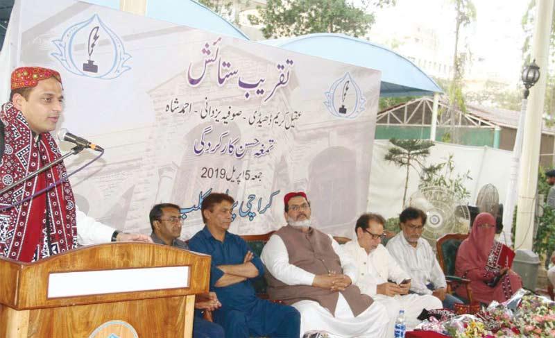 مشیراطلاعات سندھ مرتضیٰ وہاب کراچی پریس کلب میں اے کے ڈی، احمد شاہ اور صوفیہ یزدانی کے اعزاز میں تقریب سے خطاب کررہے ہیں