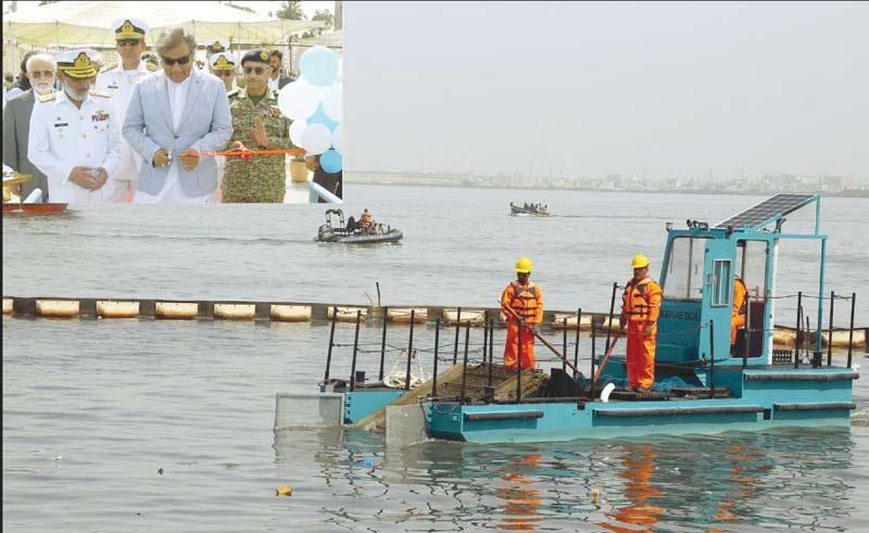 کراچی: وفاقی وزیر علی حیدر زیدی ڈاکیارڈ میں سمندر سے آلودگی کے خاتمے کے پلانٹ کا افتتاح کررہے ہیں