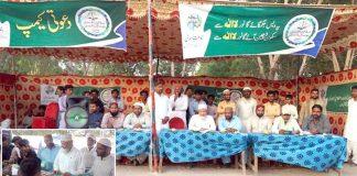 ٹھٹھہ: امیر جماعت اسلامی سندھ محمد حسین محنتی رابطہ عوام مہم کیمپ میں موجود ہیں ، چھوٹی تصویر میں دکانداروں کو جماعت اسلامی کی دعوت پیش کررہے ہیں