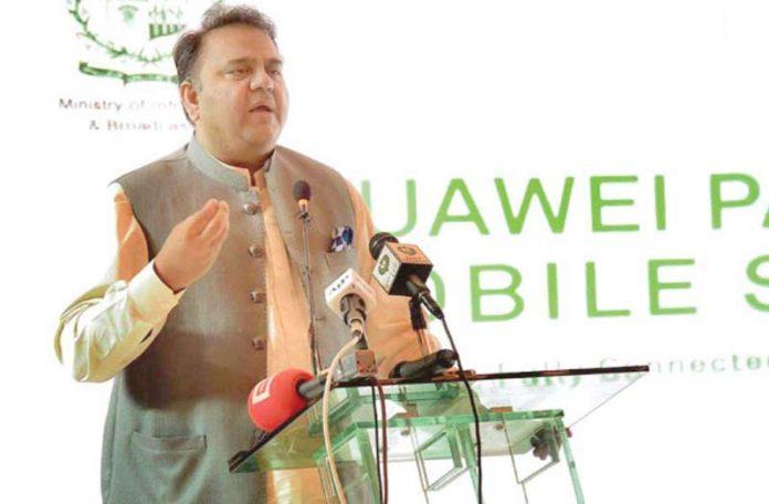 اسلام آباد۔وفاقی وزیر اطلاعات و نشریات فواد چودھری تقریب سے خطاب کررہے ہیں