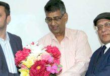 حیدرآباد: پیپلزپارٹی کے مرکزی سیکرٹری اطلاعات مولا بخش چانڈیو میڈیا سے گفتگو کررہے ہیں