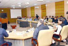 کوئٹہ: وزیراعظم عمران خان سے ہزارہ برادری کا نمائندہ وفد ملاقات کررہا ہے
