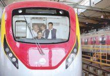 لاہور: وزیراعلیٰ پنجاب عثمان بزدار اورنج لائن میٹرو ٹرین منصوبے کے دورے پر ٹرین میں سوار ہیں
