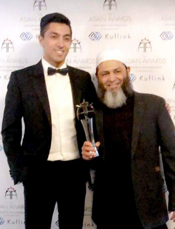 لندن : پاکستانی مایا ناز کرکٹر مشتاق احمد ایشین ایوارڈ حاصل کرنے کے بعد خوشی کا اظہار کررہے ہیں