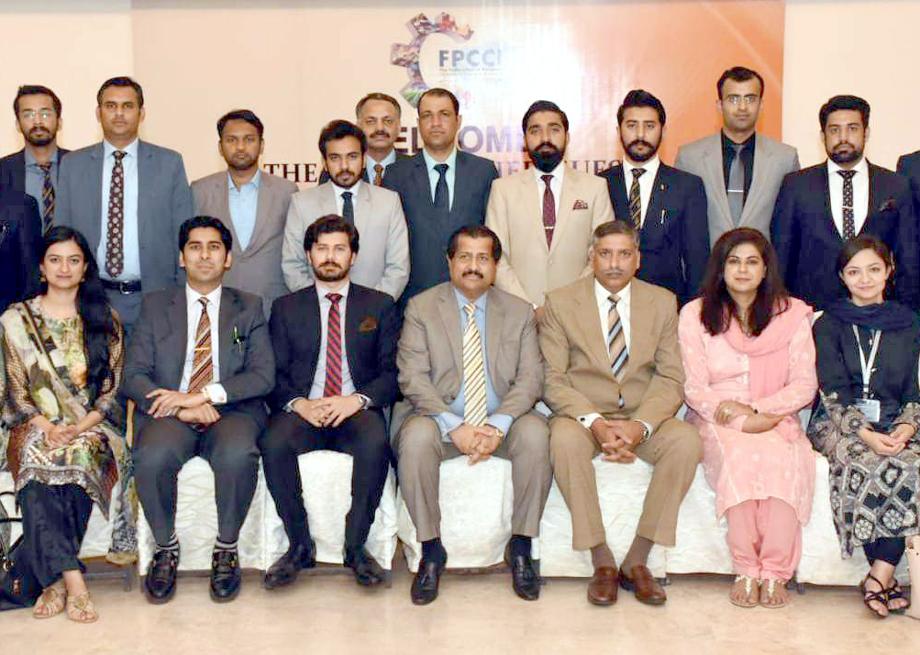 سینئر نائب صدرFPCCI اختیار بیگ کا ڈائریکٹرسول سروسز اکیڈمی محمد رمضان اور وفد کے ساتھ گرو پ فوٹو