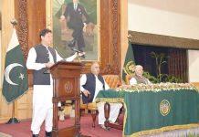 پشاور : وزیراعظم عمران خان جرگے سے خطاب کررہے ہیں