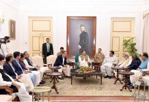 کراچی: وزیراعظم عمران خان سے پی ٹی آئی اور اتحادی اراکین اسمبلی ملاقات کررہے ہیں