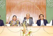 اسلام آباد: مشیر خزانہ عبد الحفیظ شیخ پریس کانفرنس کررہے ہیں