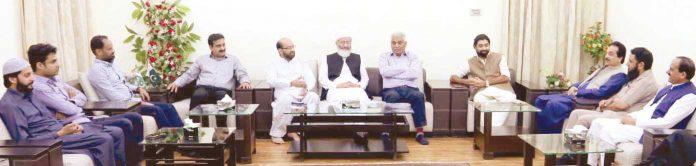 لاہور: تاجروں کا نمائندہ وفد منصورہ میں امیر جماعت اسلامی سینیٹر سراج الحق سے ملاقات کررہا ہے
