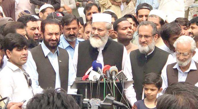 اسلام آباد: امیر جماعت اسلامی پاکستان سینیٹر سراج الحق میڈیا سے گفتگو کررہے ہیں، میاں محمد اسلم اور شمس الرحمن سواتی بھی موجود ہیں