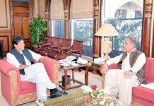 اسلام آباد: وزیراعظم عمران خان سے وزیر خارجہ شاہ محمود قریشی ملاقات کررہے ہیں
