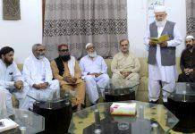 کراچی: لیاقت بلوچ ادارہ نورحق میں قائم مقام امیر جماعت اسلامی پاکستان کا حلف اُٹھا رہے ہیں
