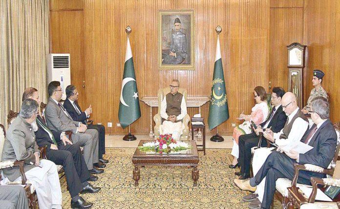 اسلام آباد: انسٹیٹیوٹ آف چارٹرڈ اکاؤنٹنٹ کا وفد صدر عارف علوی سے ملاقات کررہا ہے