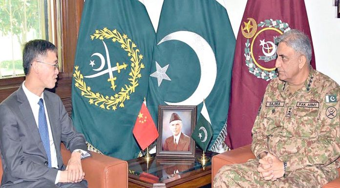 راولپنڈی: آرمی چیف جنرل قمر جاوید باجوہ سے چینی سفیر یائو جنگ ملاقات کررہے ہیں
