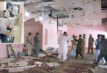 کوئٹہ: مسجد میں دھماکے کے بعد تباہی پھیلی ہوئی ہے، چھوٹی تصویر میں زخمی کو طبی امداد دی جارہی ہے