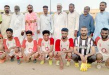 آل کراچی ملک محمد خان شہیدیادگاری فٹبال ٹورنامنٹ میں شریک ٹیم کامیچ سے قبل لیاگیا گروپ فوٹو