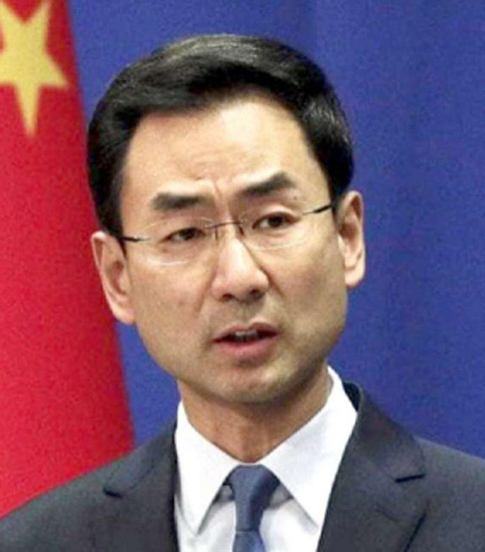 بیجنگ: چینی وزارت خارجہ کے ترجمان گینگ شوانگپریس کانفرنس میں ٹیکسوں کا اعلان کررہے ہیں