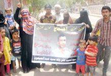 حیدر آباد : لطیف آباد کے رہائشی مطالبات منظور نہ ہونے کیخلاف پریس کلب پر بچوں کے ہمراہ احتجاج کررہے ہیں