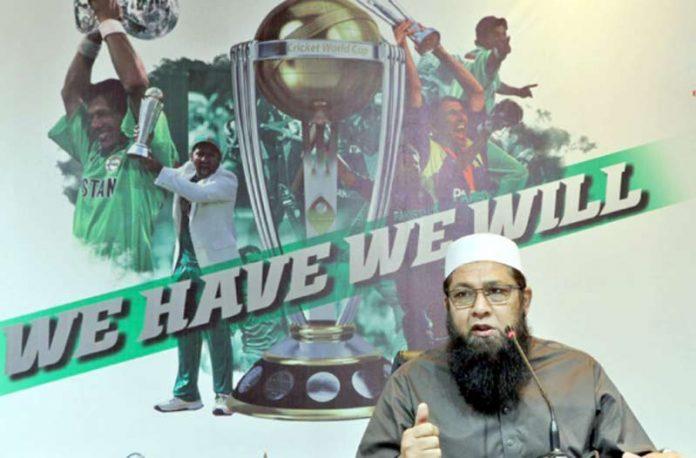 لاہور: پی سی بی کے چیئرمین سلیکشن کمیٹی انضمام الحق ورلڈ کپ کے لیے قومی اسکواڈ کا اعلان کررہے ہیں