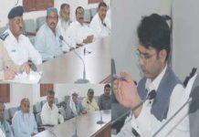 نوشہروفیروز، ڈپٹی کمشنرکیپٹن(ر) بلال شاہد رائو ٹرانسپورٹر کے ساتھ منعقدہ اجلاس کی صدارت کررہے ہیں
