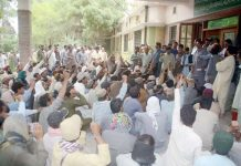 کوئٹہ ،میٹرو پولیٹن کارپوریشن یونین اتحاد کے تحت مطالبات کی عدم منظوری کیخلاف احتجاج کیا جارہا ہے