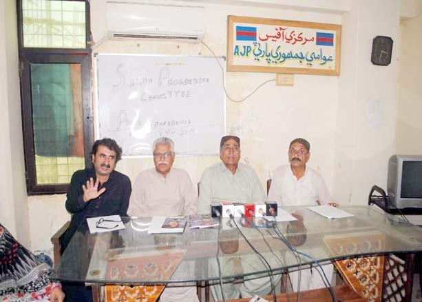 حیدرآباد،سندھ پروگریسو کمیٹی کے رہنما پریس کانفرنس کررہے ہیں