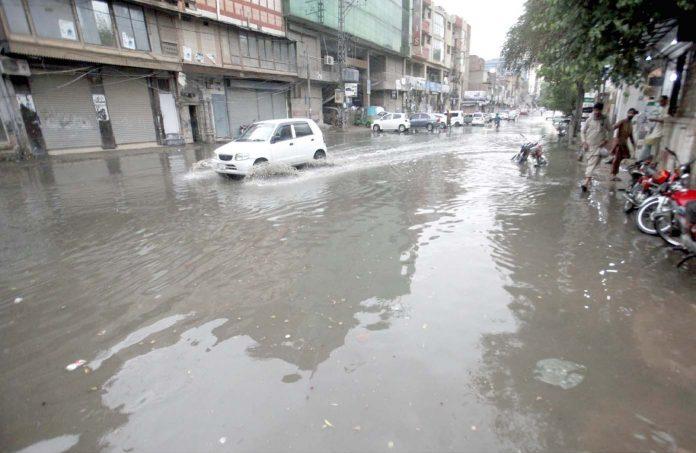پشاور،سیوریج کے جمع پانی سے شہریوں اور ٹرانسپورٹرز کوآمدورفت میں شدید مشکلات کا سامنا کرناپڑ رہا ہے