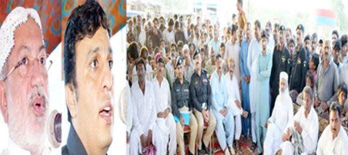 ایس ایس پی بدین حسین سردار نیازی اور چیئرمین ڈسٹرکٹ کونسل علی اصغر نئی قائم کی گئی پولیس پوسٹ کی افتتاحی تقریب سے خطاب کررہے ہیں