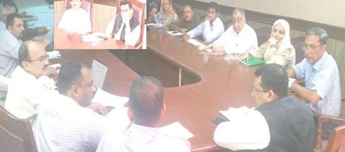 ڈپٹی کمشنر جامشورو کیپٹن(ر) فرید الدین مصطفی محکمہ صحت کی ماہانہ جائزہ کمیٹی کی صدارت کررہے ہیں