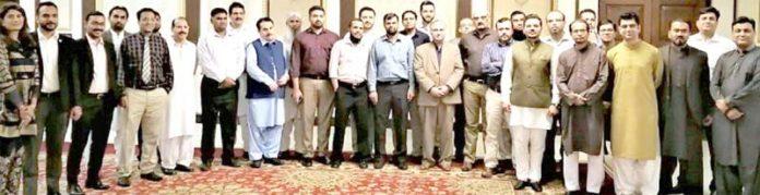 پی ٹی سی ایل کارپوریٹ کے افطار ڈنر میں شرکا کا ہیڈ کے ہمراہ گروپ فوٹو