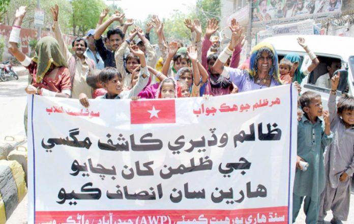 حیدرآباد ،سندھ ہاری پورہیت کمیٹی کے تحت مطالبات کی عدم منظوری کیخلاف پریس کلب کے سامنے احتجاج کیا جارہا ہے