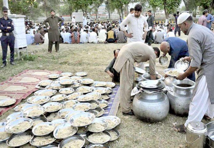 اسلام آباد ،رضا کار افطار ڈنر کے سلسلے میں تیاری کررہے ہیں